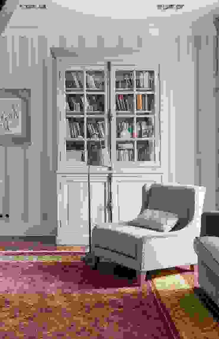 Квартира в сиреневых тонах Коридор, прихожая и лестница в классическом стиле от ANIMA Классический