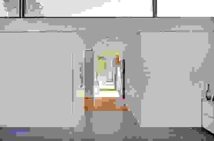 Modern Corridor, Hallway and Staircase by Schenker Salvi Weber Modern