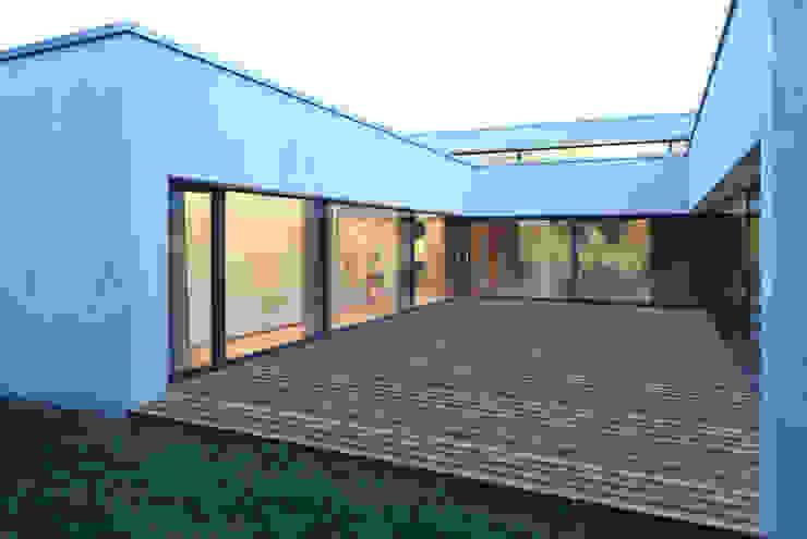 Haus S Moderner Balkon, Veranda & Terrasse von Schenker Salvi Weber Modern