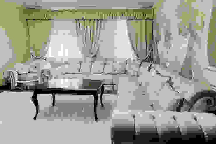 Дом в Дагомысе Гостиная в классическом стиле от Креазон Классический