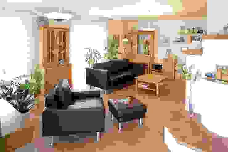 Salas de estar ecléticas por Haacke Haus GmbH Co. KG Eclético