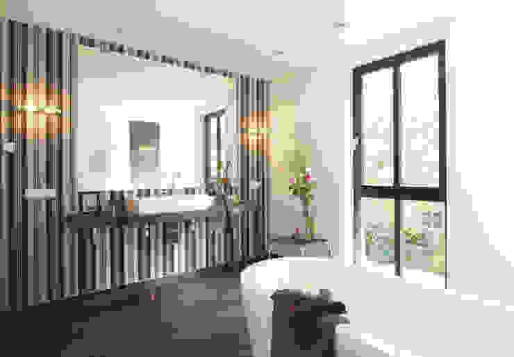 Bathroom by Haacke Haus GmbH Co. KG, Modern