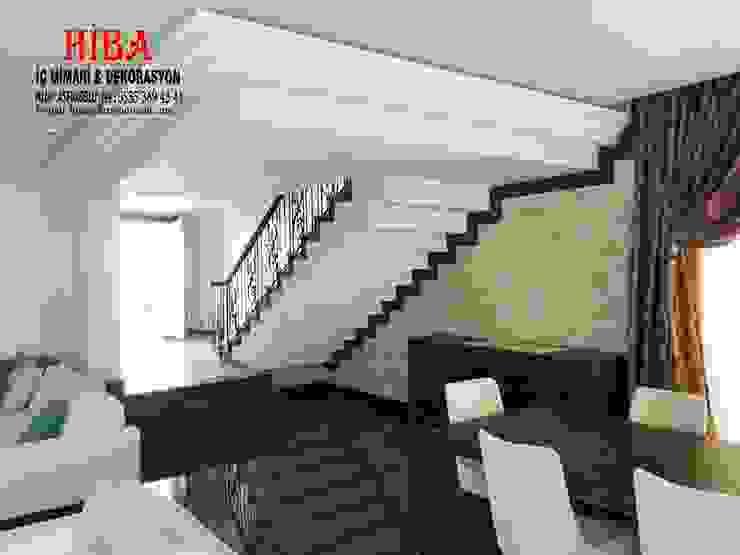 Pasillos, vestíbulos y escaleras de estilo moderno de Hiba iç mimarik Moderno
