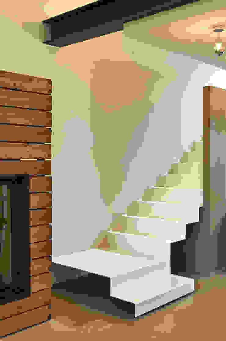Pasillos, vestíbulos y escaleras de estilo minimalista de Studio ARTIFEX Minimalista