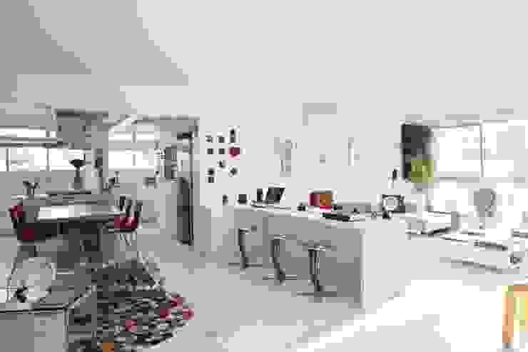 Livings de estilo minimalista de kikacamasmie + arq Minimalista