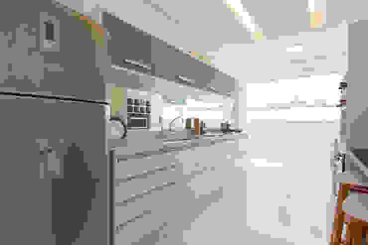 Supremo Boqueirão - Âncora Construtora Cozinhas modernas por Renata Cáfaro Arquitetura Moderno