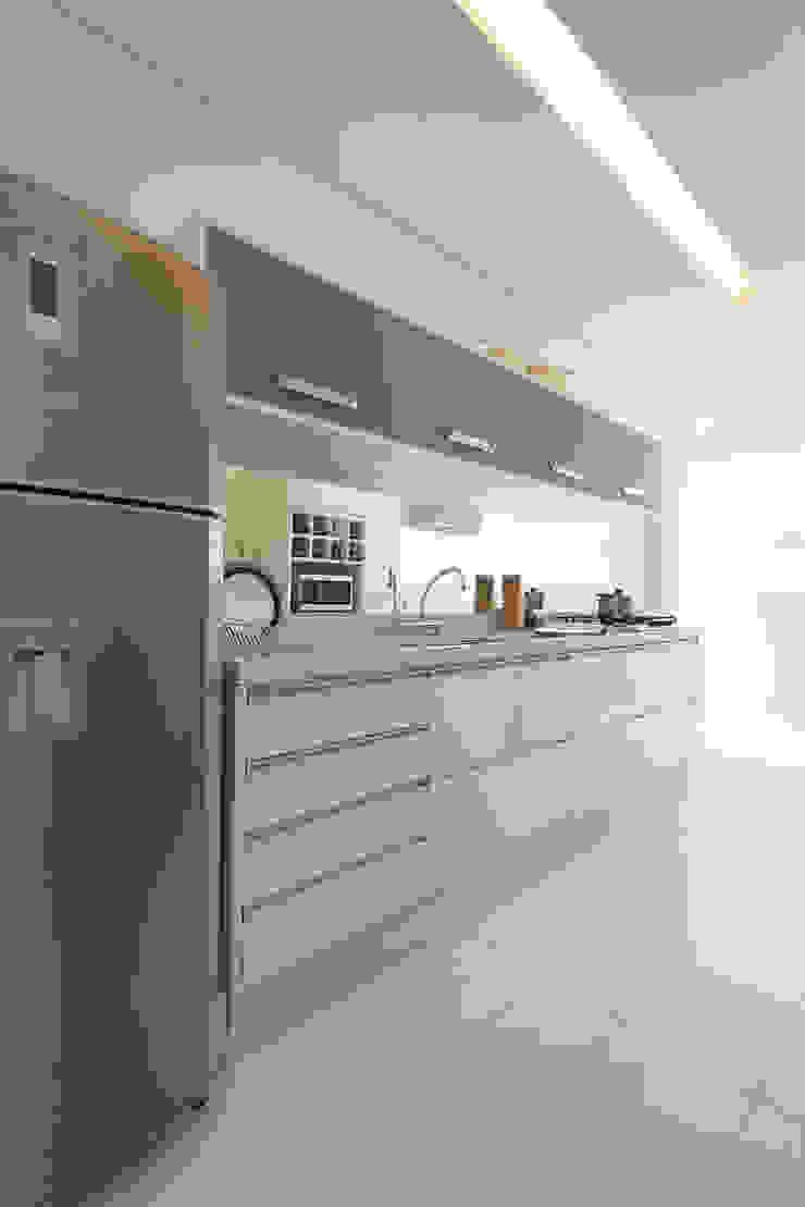 Supremo Boqueirão – Âncora Construtora Cozinhas modernas por Renata Cáfaro Arquitetura Moderno