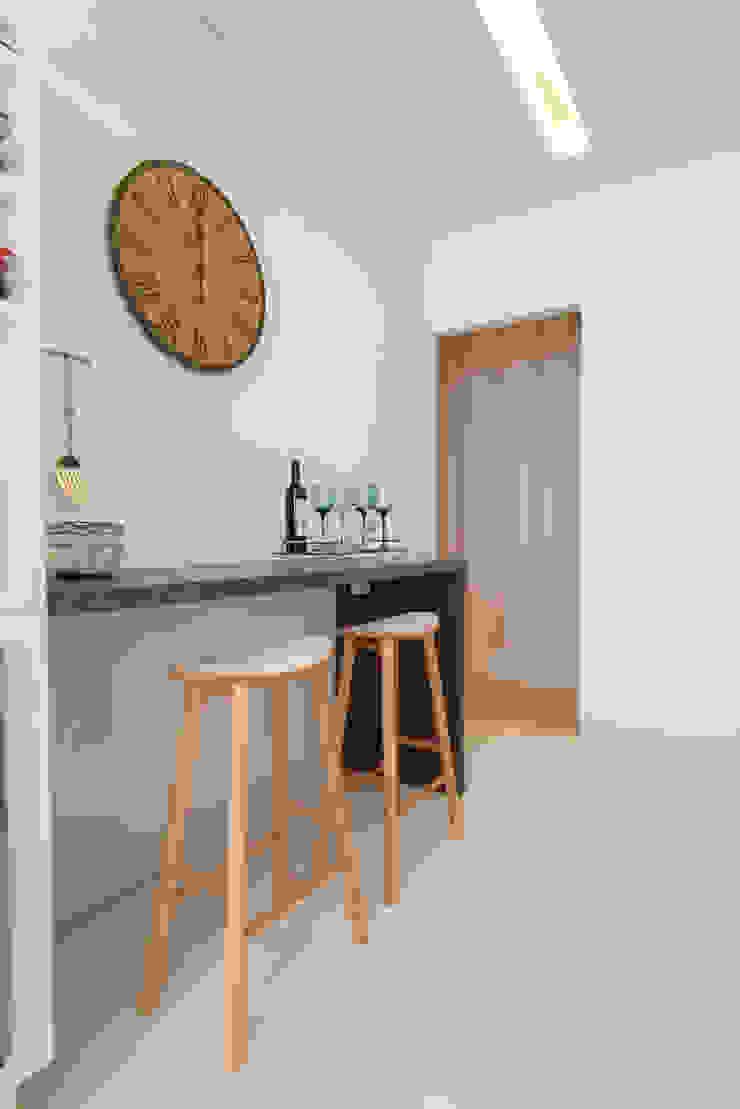 Mariana Orsi Cozinhas modernas por Renata Cáfaro Arquitetura Moderno