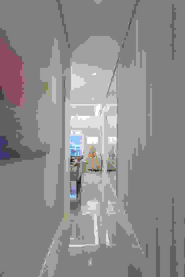 Supremo Boqueirão – Âncora Construtora Corredores, halls e escadas modernos por Renata Cáfaro Arquitetura Moderno