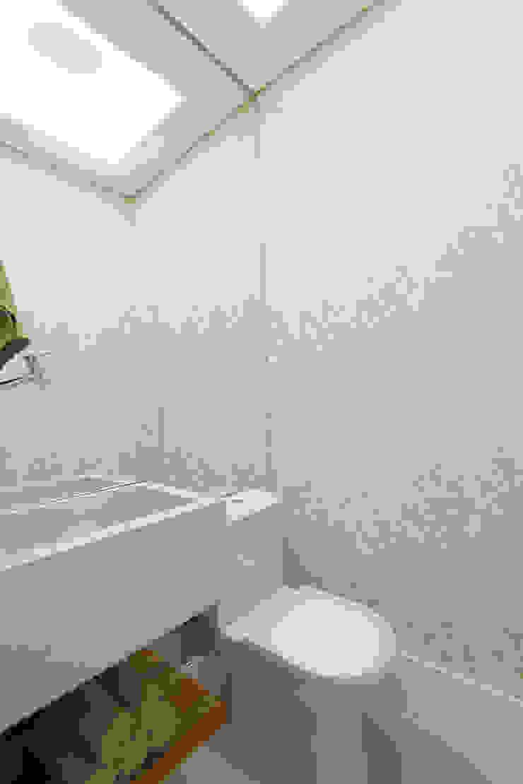 Supremo Boqueirão – Âncora Construtora Banheiros modernos por Renata Cáfaro Arquitetura Moderno