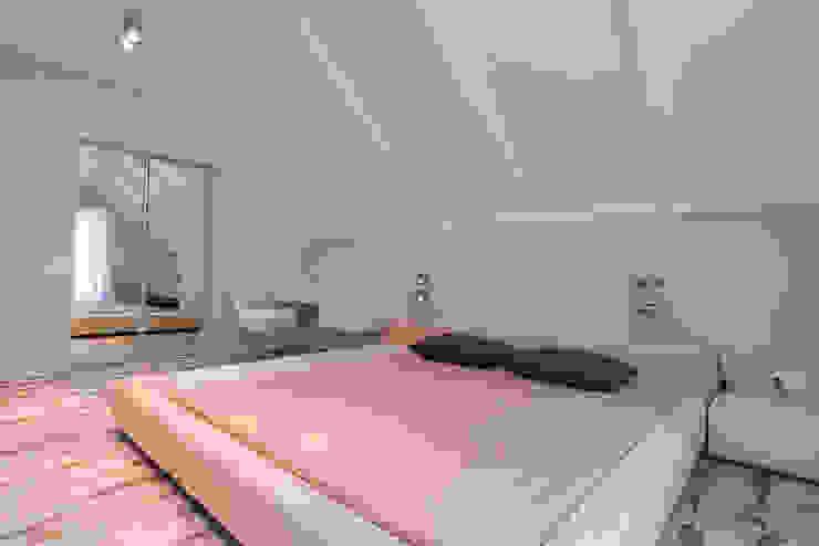 Minimalist bedroom by Креазон Minimalist