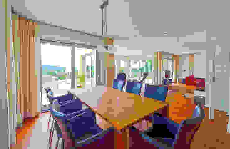 Salas de jantar mediterrâneas por Haacke Haus GmbH Co. KG Mediterrâneo