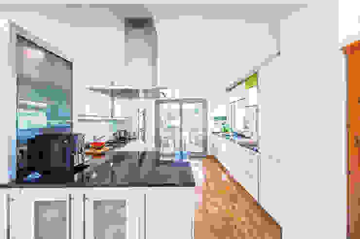 Mediterranean style kitchen by Haacke Haus GmbH Co. KG Mediterranean