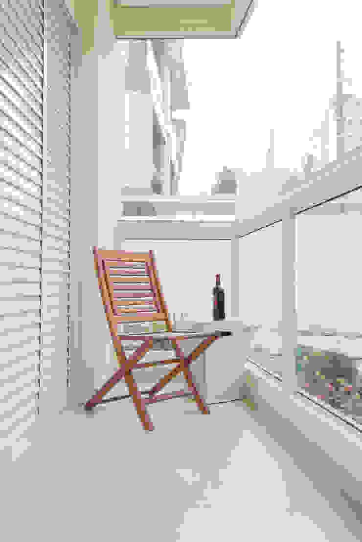 Supremo Boqueirão – Âncora Construtora Varandas, alpendres e terraços modernos por Renata Cáfaro Arquitetura Moderno