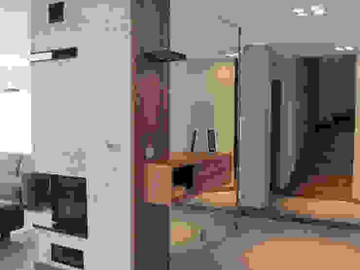5 Nowoczesny korytarz, przedpokój i schody od Projekt Kolektyw Sp. z o.o. Nowoczesny