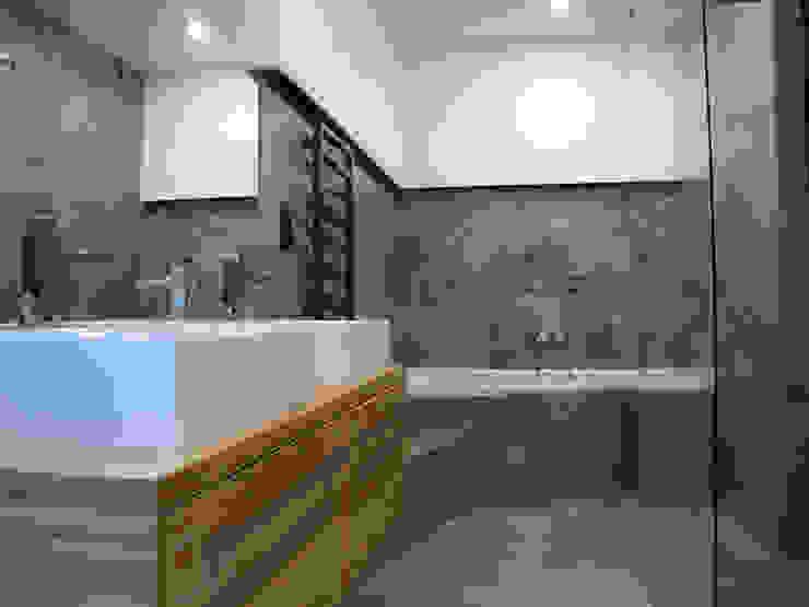 Projekt Kolektyw Sp. z o.o.의  욕실, 미니멀