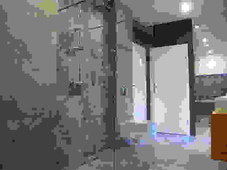 Minimalist style bathroom by Projekt Kolektyw Sp. z o.o. Minimalist