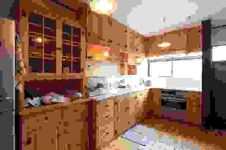 現代廚房設計點子、靈感&圖片 根據 株式会社伏見屋一級建築士事務所 現代風