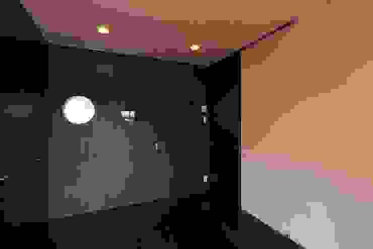 居間 モダンデザインの リビング の 株式会社伏見屋一級建築士事務所 モダン