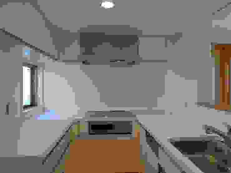 シンプルなキッチン モダンな キッチン の 桑原建築設計室 モダン