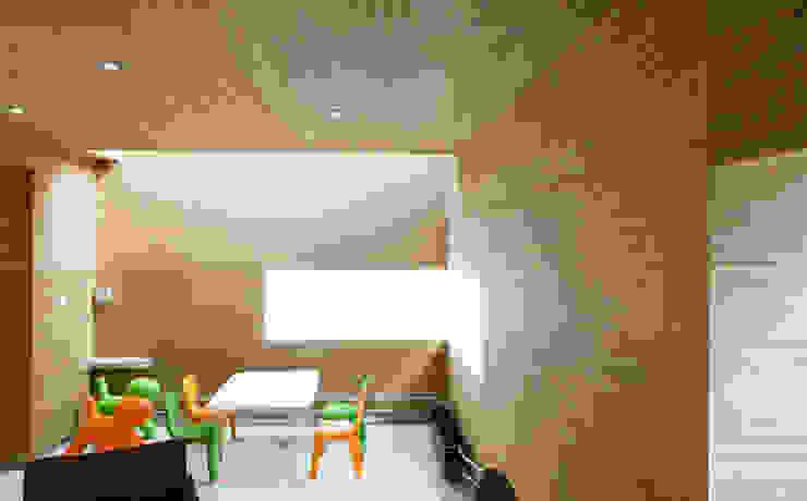 Quartos de criança minimalistas por Deckon Asma Tavan Sistemleri Minimalista