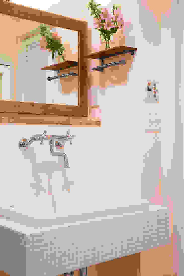 築34年マンションの劇的リノベーション! 北欧スタイルの お風呂・バスルーム の 株式会社スタイル工房 北欧