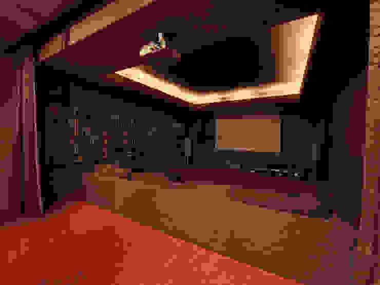 T residence Медиа комната в стиле минимализм от Didenkül+Partners Минимализм