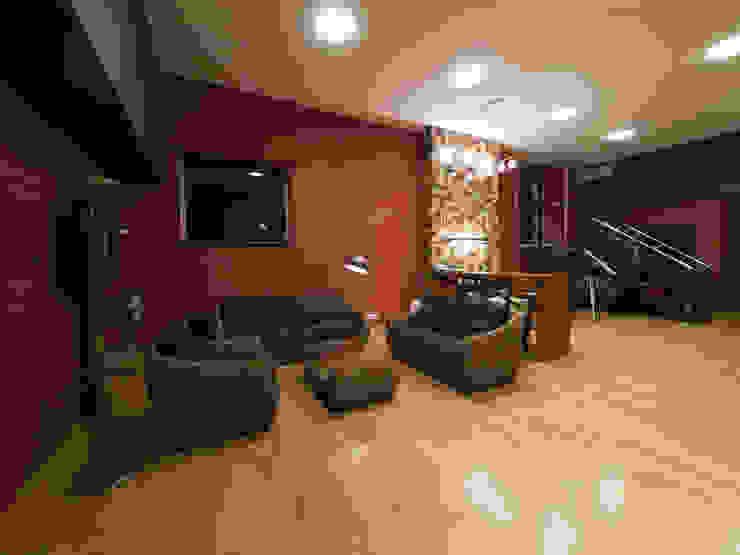 T residence Коридор, прихожая и лестница в стиле минимализм от Didenkül+Partners Минимализм