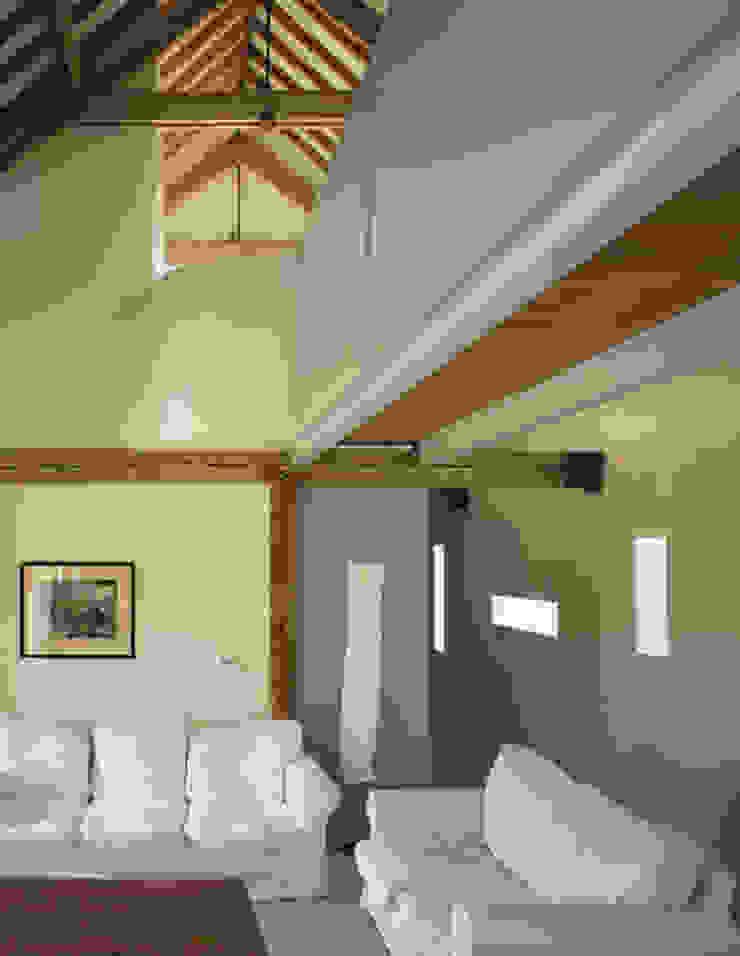 Quaker Barns 아시아스타일 발코니, 베란다 & 테라스 by Hudson Architects 한옥