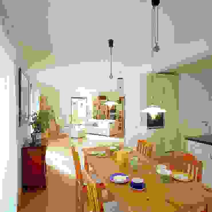 Livings de estilo escandinavo de Haacke Haus GmbH Co. KG Escandinavo