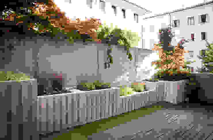 Pallet terrace di exTerra | Consulenze ambientali e Design nel verde Rustico Legno Effetto legno