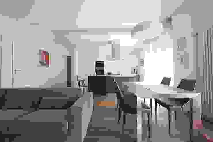 Dining room by Modularis Progettazione e Arredo