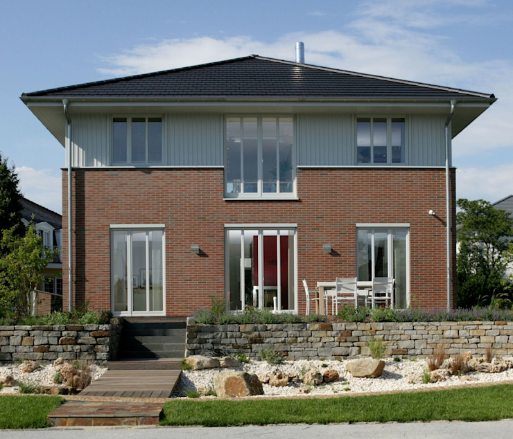 Classic style houses by Haacke Haus GmbH Co. KG Classic