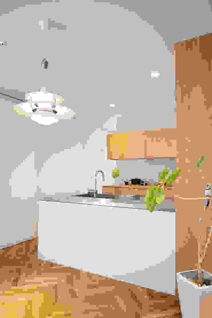 夙川の家: 白坂 悟デザイン事務所が手掛けたスカンジナビアです。,北欧