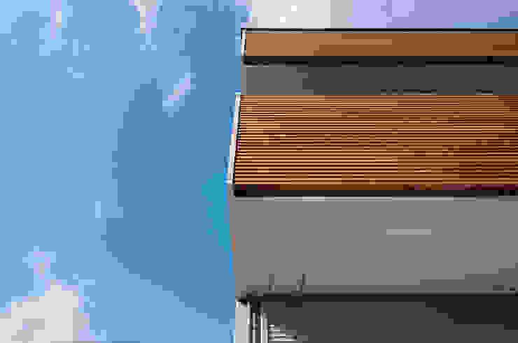 バルコニー モダンな 家 の 家山真建築研究室 Makoto Ieyama Architect Office モダン