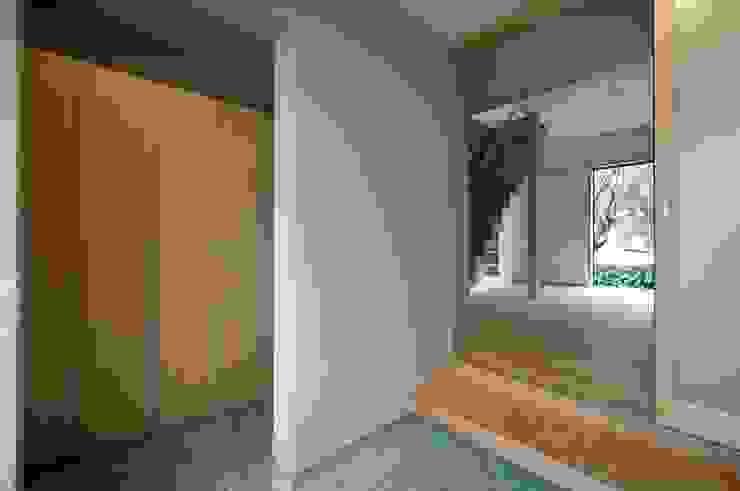 玄関 北欧スタイルの 玄関&廊下&階段 の 家山真建築研究室 Makoto Ieyama Architect Office 北欧