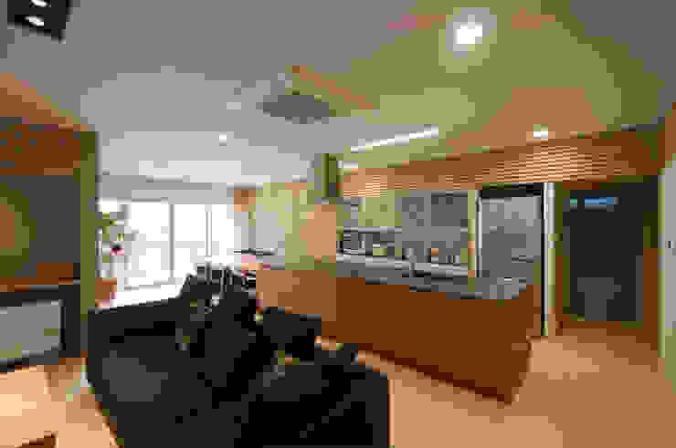 リビング・キッチン モダンデザインの リビング の 家山真建築研究室 Makoto Ieyama Architect Office モダン