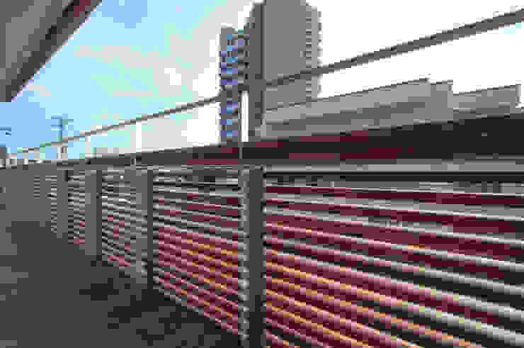 バルコニー モダンデザインの テラス の 家山真建築研究室 Makoto Ieyama Architect Office モダン