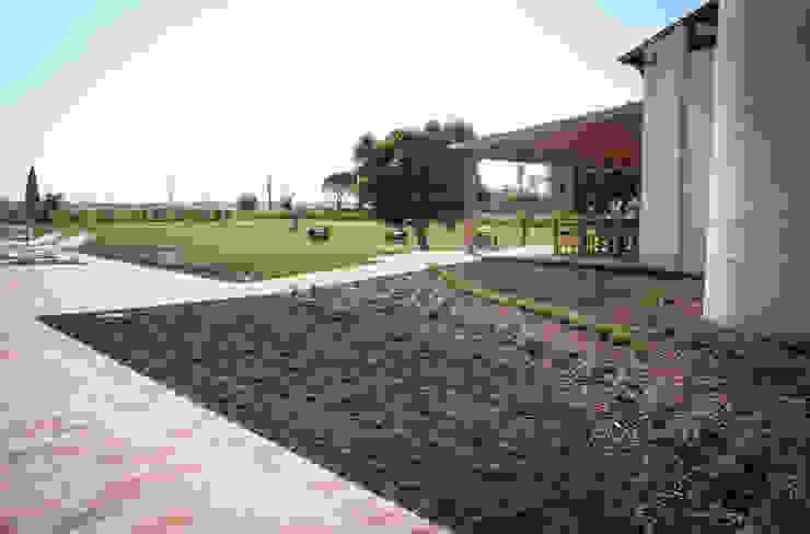 Сады в . Автор – exTerra | Consulenze ambientali e Design nel verde, Модерн