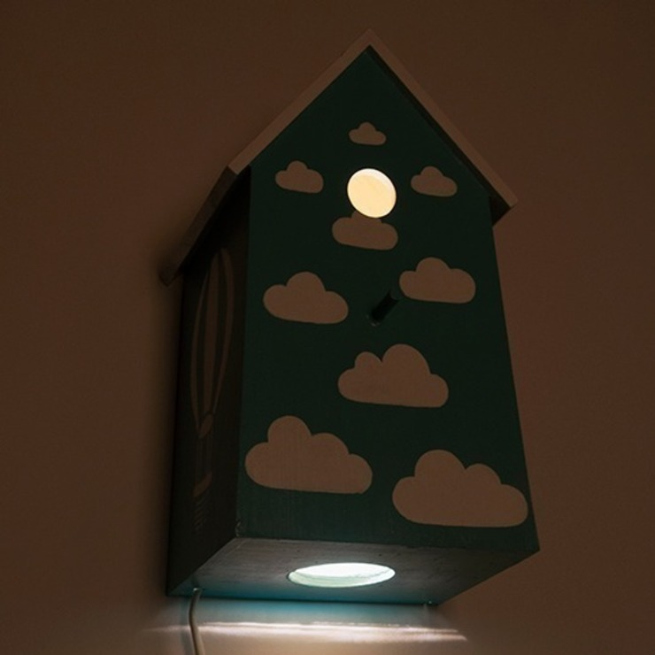 """Birdhouse lamp """"Up in the air"""" di NOBOBOBO Moderno"""