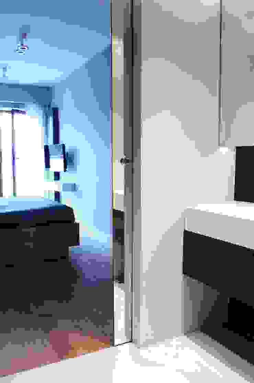 Mieszkanie przy parku Nowoczesna łazienka od Hanna Pietras Pracownia Architektoniczna Nowoczesny