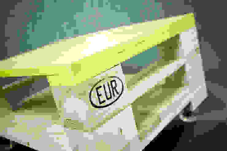 Oryginalny stolik z palet z kolorowym blatem od Gruszki na Wierzbie Industrialny