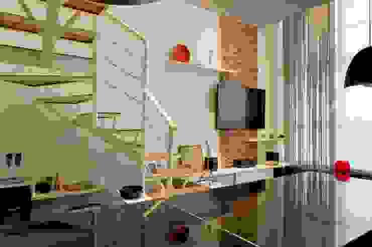 LOFT SANTANA, SÃO PAULO(SP) Salas de estar modernas por LORENZZO ARQUITETURA E INTERIORES Moderno