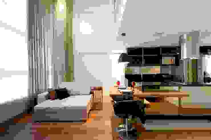 LOFT SANTANA, SÃO PAULO(SP) Salas de jantar modernas por LORENZZO ARQUITETURA E INTERIORES Moderno