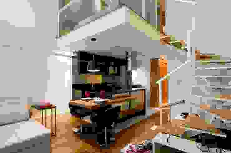 LOFT SANTANA, SÃO PAULO(SP) Cozinhas modernas por LORENZZO ARQUITETURA E INTERIORES Moderno