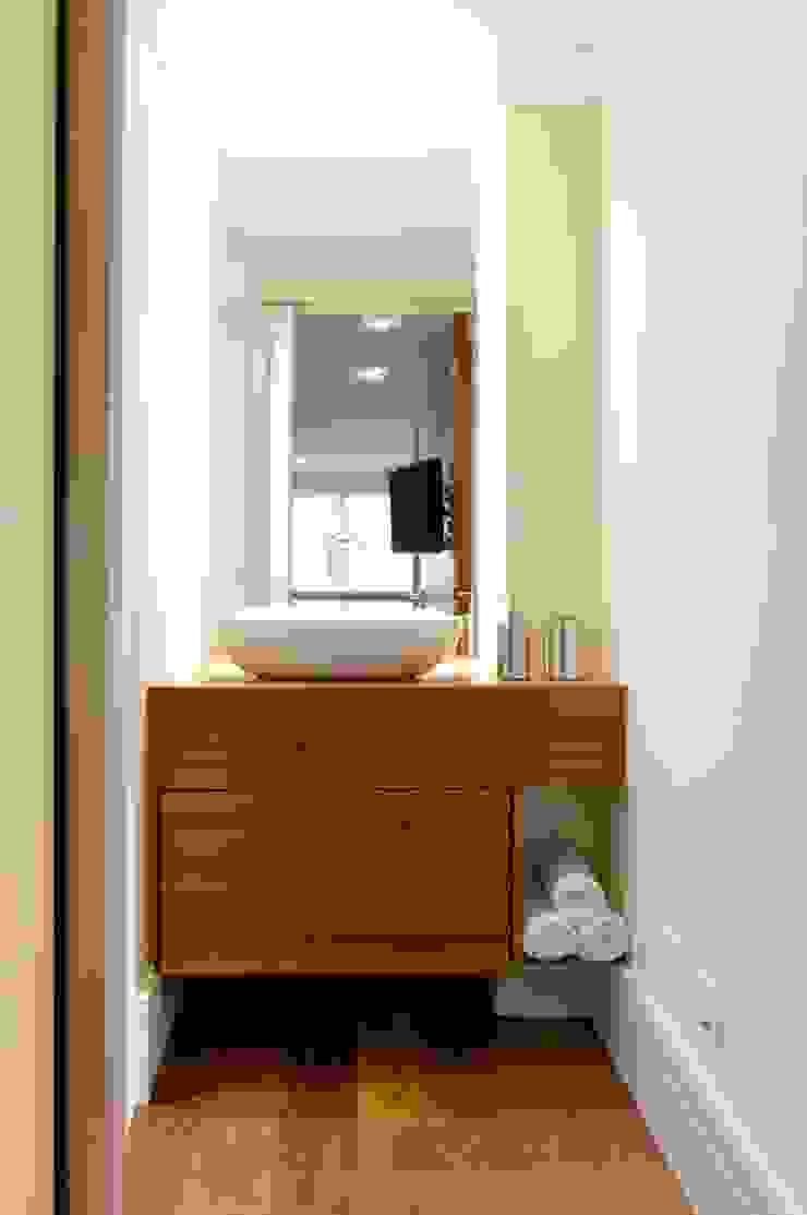 LOFT SANTANA, SÃO PAULO(SP) Banheiros modernos por LORENZZO ARQUITETURA E INTERIORES Moderno
