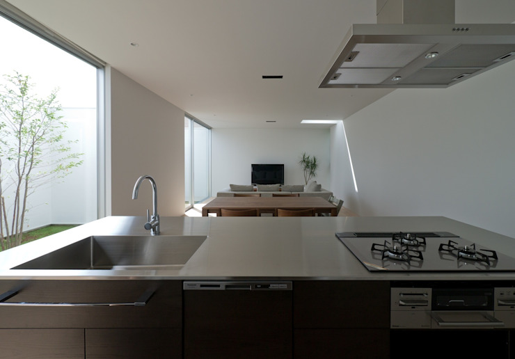 3×10 Court house LDK モダンデザインの リビング の e do design 一級建築士事務所 モダン