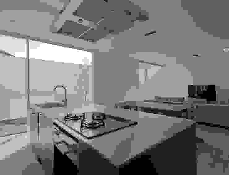 3×10 Court house LDK: e do design 一級建築士事務所が手掛けたキッチンです。,モダン
