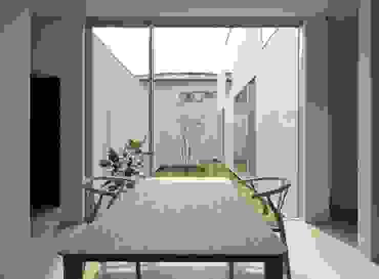 3×10 Court house Office モダンデザインの 書斎 の e do design 一級建築士事務所 モダン