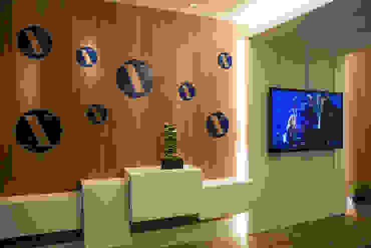 CASA COR RS 2014 Salas de estar modernas por Tania Bertolucci de Souza   Arquitetos Associados Moderno
